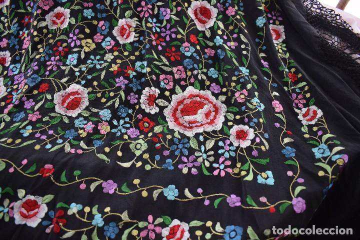 Antigüedades: Mantón de manila seda bordada a mano - Foto 2 - 159263786
