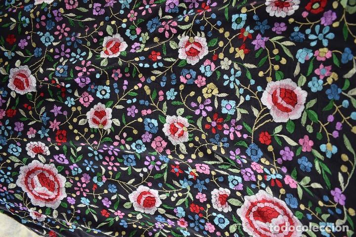 Antigüedades: Mantón de manila seda bordada a mano - Foto 3 - 159263786