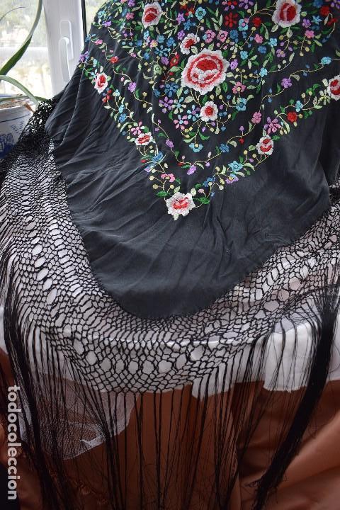 Antigüedades: Mantón de manila seda bordada a mano - Foto 4 - 159263786