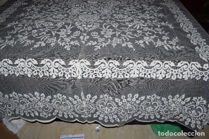 Antigüedades: Mantel tul con dibujo en terciopelo blanco tipo mantilla años 50 230cm x205cm - Foto 2 - 120233640