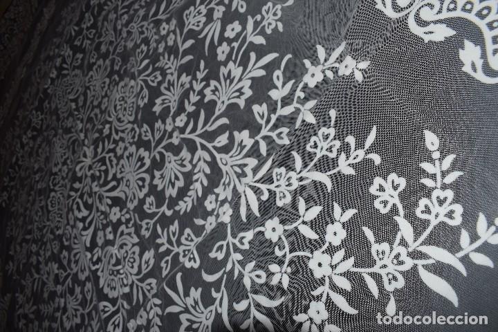 Antigüedades: Mantel tul con dibujo en terciopelo blanco tipo mantilla años 50 230cm x205cm - Foto 3 - 120233640