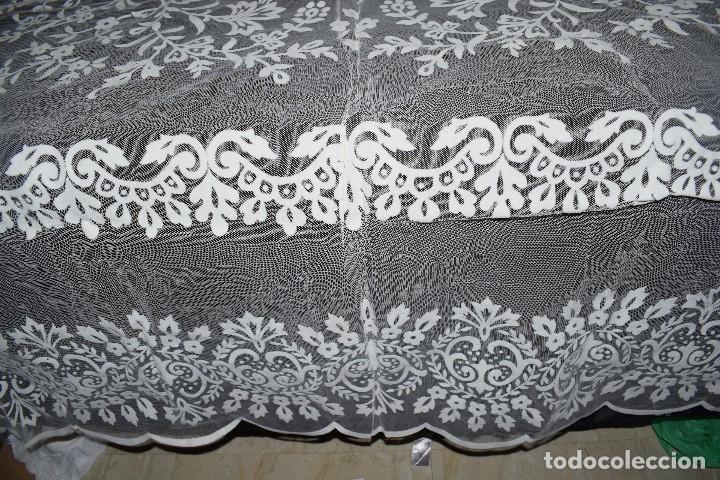 Antigüedades: Mantel tul con dibujo en terciopelo blanco tipo mantilla años 50 230cm x205cm - Foto 4 - 120233640