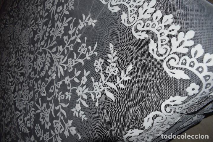 Antigüedades: Mantel tul con dibujo en terciopelo blanco tipo mantilla años 50 230cm x205cm - Foto 6 - 120233640