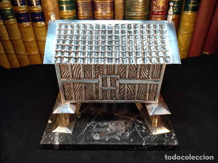 TREMENDO HÓRREO DE PLATA ANTIGUO SOBRE PEANA DE MARMOL - JOYERO - HÓRREO DE RIBADEO - CONTRASTES - (Antigüedades - Platería - Plata de Ley Antigua)