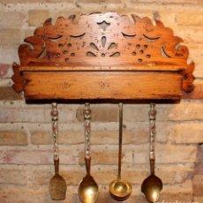 Antigüedades: ORIGINAL REPISA CON CAJÓN CUBERTERO Y CUBIERTOS DE SERVIR ( CAJA CON TAPA ) RÚSTICO. Lote 114493271