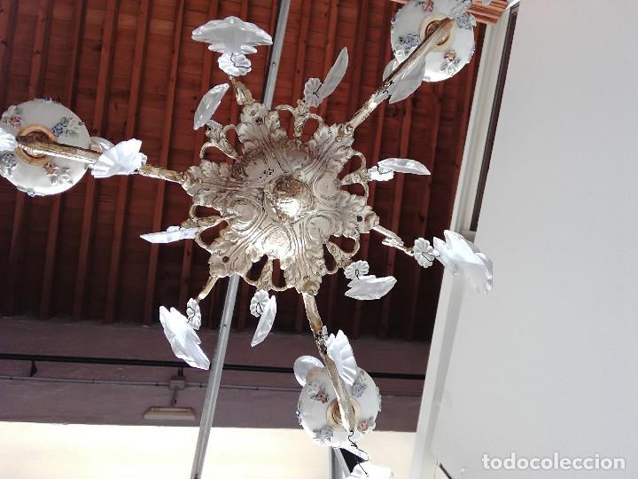 Antigüedades: LAMPARA DE BRONCE, CRISTAL Y PORCELANA PARA CINCO LUCES - Foto 4 - 114514835