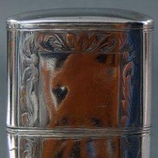 Antigüedades: TABAQUERA DE PLATA GRABADA ESPAÑOLA PUNZONES PERDIDOS POR EL USO HACIA 1910. Lote 114518739