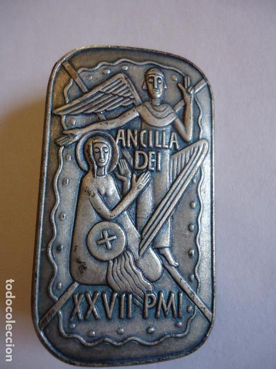 ANCILLA DEI. ANUNCIACIÓN. 4,5 X3 CMS. BROCHE PIN PARA SOLAPA. MEDIDAS (Antigüedades - Religiosas - Varios)