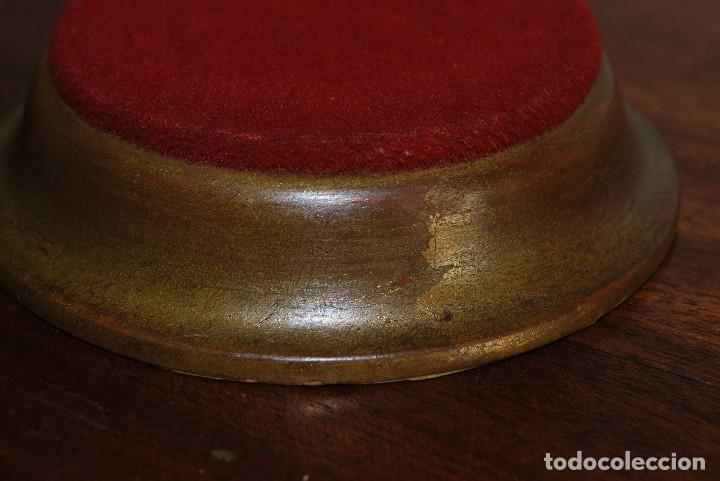 Antigüedades: ANTIGUA PEANA REDONDA DE MADERA - TERCIOPELO ROJO - PEDESTAL - BASE - PIE - Foto 3 - 114544843