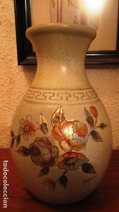 Antigüedades: ANTIGUO JARRON FIRMADO ARNALDO. 25 CMS. SE ENVIA SIN FLORES.........PRECIO DE OFERTA - Foto 2 - 114581251