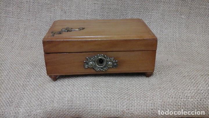 Antigüedades: joyero para niñas . Ppios siglo xx . Madera frutal. - Foto 2 - 114593387