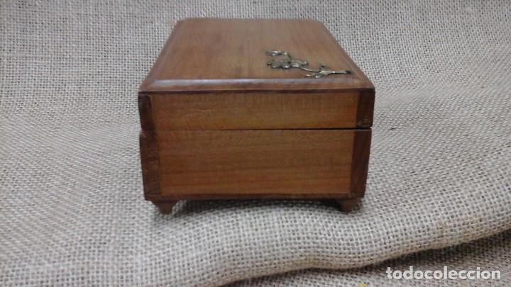 Antigüedades: joyero para niñas . Ppios siglo xx . Madera frutal. - Foto 6 - 114593387