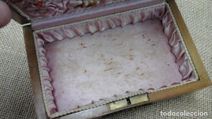 Antigüedades: joyero para niñas . Ppios siglo xx . Madera frutal. - Foto 10 - 114593387