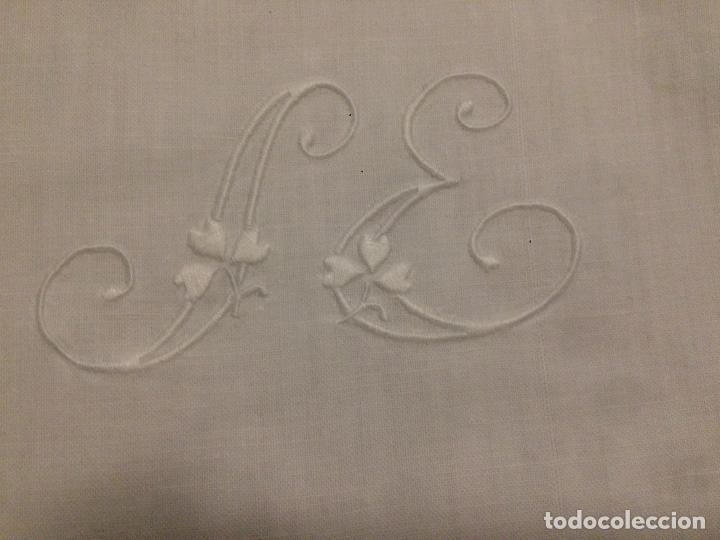 Antigüedades: Antiguo almhoadon / cojín de juego de sábanas en algodón bordado a mano años 20-30 - Foto 4 - 114594383