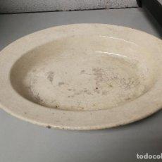 Antigüedades: ANTIGUA BANDEJA FUENTE OVALADA DE LA CARTUJA PICKMAN SEVILLA 34 CM, LARGO SELLADA. Lote 114595251