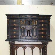 Antigüedades: BARGUEÑO ANTIGUO, S.XVIII EN NOGAL Y MADERA EBONIZADA. Lote 114637967