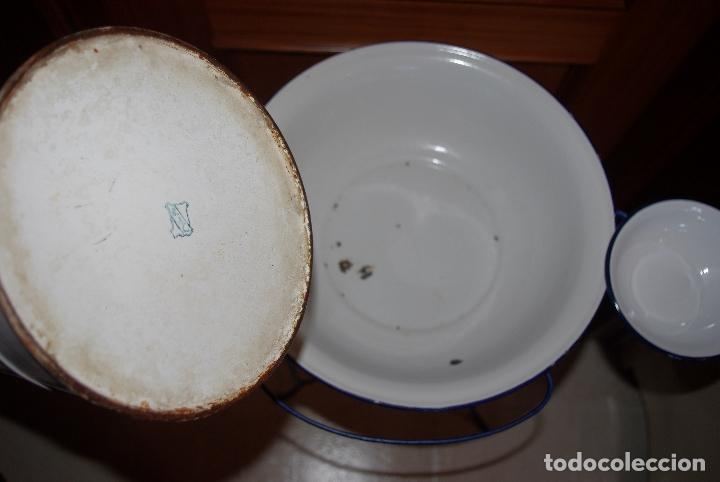 Antigüedades: Palanganero de hierro con jarra, palangana y jabonera esmaltadas.1m - Foto 3 - 114648207