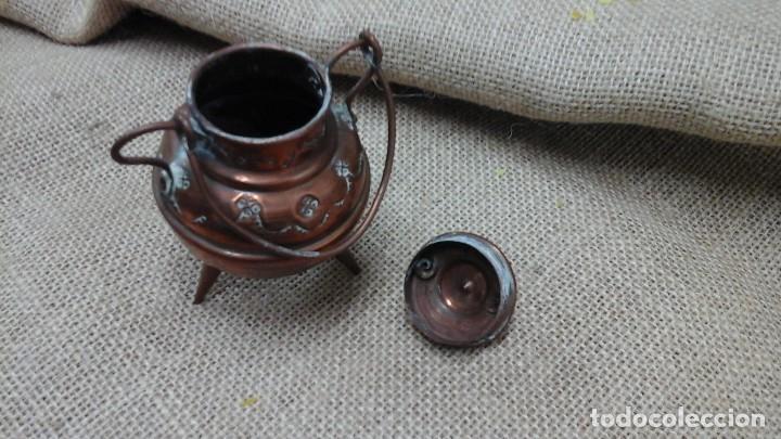 Antigüedades: Pareja de pequeños jarrones en cobre . Primer cuarto siglo xx - Foto 3 - 114664307