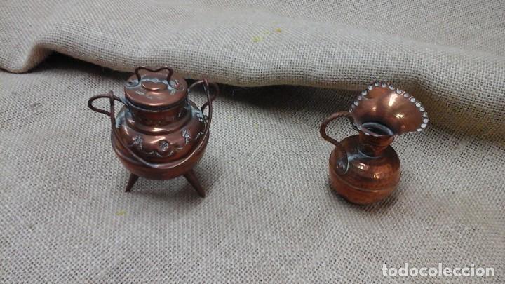 PAREJA DE PEQUEÑOS JARRONES EN COBRE . PRIMER CUARTO SIGLO XX (Antigüedades - Hogar y Decoración - Jarrones Antiguos)