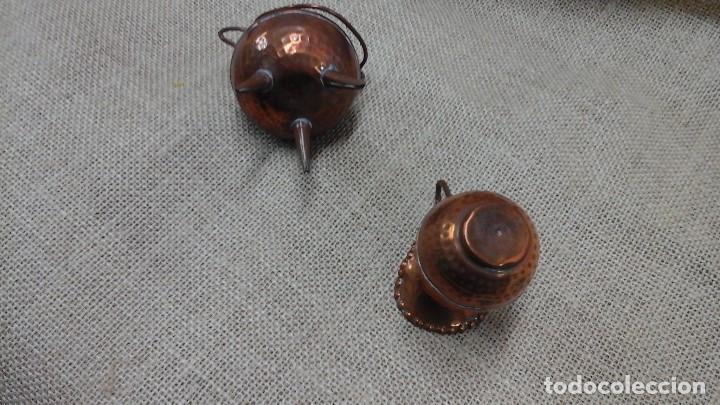 Antigüedades: Pareja de pequeños jarrones en cobre . Primer cuarto siglo xx - Foto 5 - 114664307