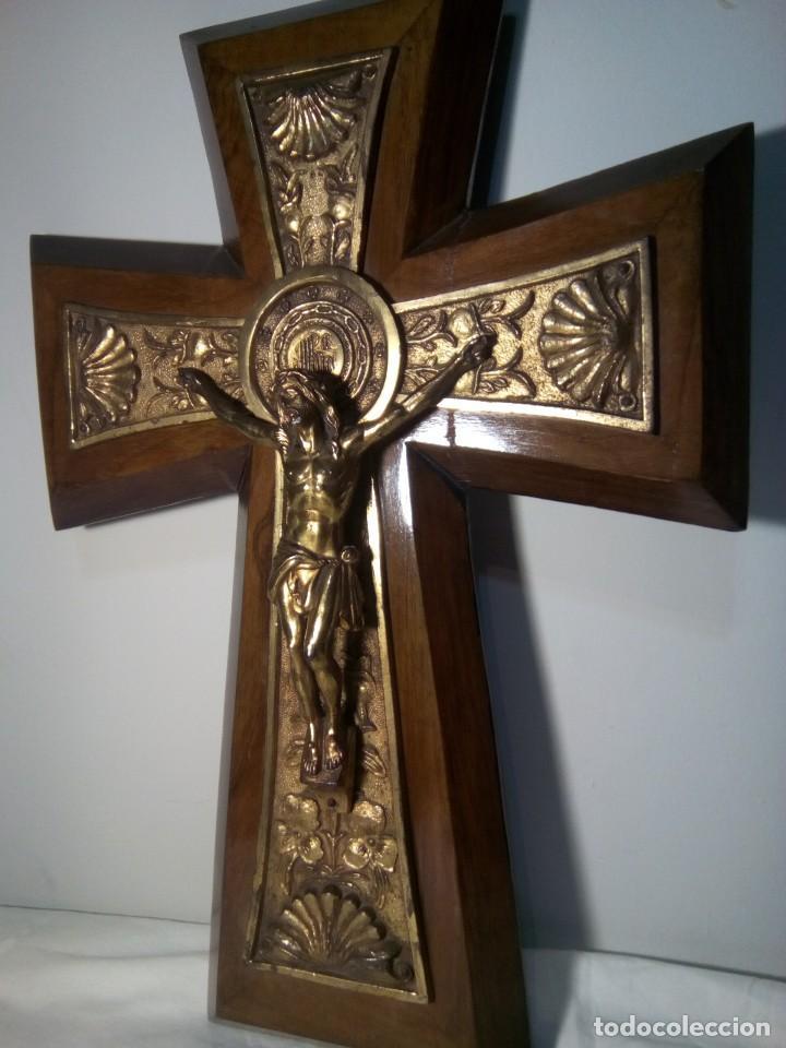 Antigüedades: Antiguo crucifijo de madera y metal - Foto 2 - 114666687