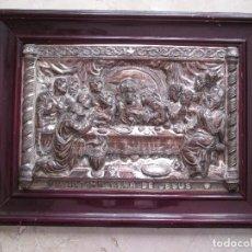 Antigüedades: CUADRO REPRESENTACION ULTIMA CENA DE JESUS - 59X44 - METAL - RELIEVE - RECUBIERTO COLOR PLATEADO. Lote 114674499