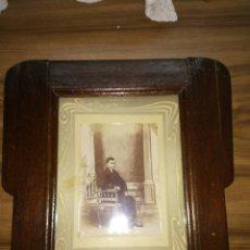 Antigüedades: ANTIGUO MARCO CON FOTO DE LA ÉPOCA. Lote 114706790