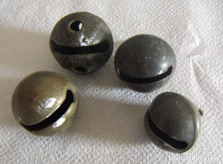 4 CASCABELES EN BRONCE PARA ANIMALES (Antigüedades - Técnicas - Rústicas - Caballería Antigua)