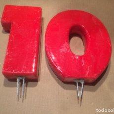 Antigüedades: ANTIGUAS 2 VELA / VELAS GRANDES CON EL NUMERO 10 EN COLOR ROJO. Lote 114746083