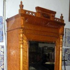 Antiquités: BONITO ARMARIO, FINALES SIGLO XIX, MADERA DE RAIZ, IDEAL VITRINA. Lote 190240881