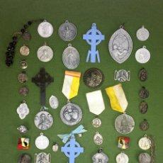 Antigüedades: LOTE DE UNAS 56 MEDALLAS RELIGIOSAS. DIVERSOS METALES. PLÁSTICO. ESPAÑA. XIX-XX. Lote 114807691
