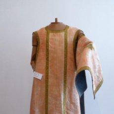 Antigüedades: CASULLA DE SEDA NATURAL ANTIGUA. Lote 114830551
