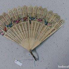 Antigüedades: ABANICO DE MARFIL CON DETALLES FLORALES PINTADOS A MANO. Lote 114875391
