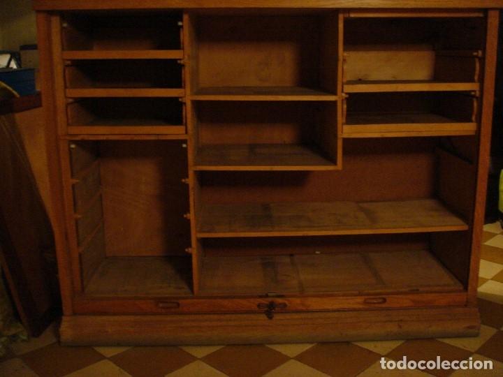 Antigüedades: ARCHIVADOR MUEBLE DE PERSIANA TODO EN MADERA DE ROBLE. C1920 - Foto 2 - 114882215