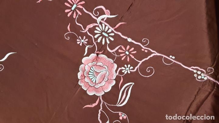 Antigüedades: Cubre camas,colcha, s XIX con bordados orientales, tela fina. - Foto 2 - 114926103