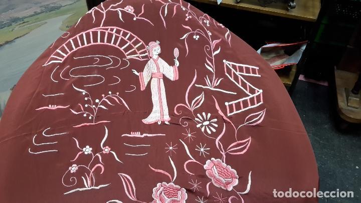 Antigüedades: Cubre camas,colcha, s XIX con bordados orientales, tela fina. - Foto 3 - 114926103
