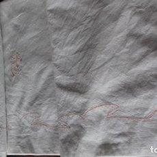 Antigüedades: ANTIGUA SABANA DE ALGODON UN POCO GRUESO CON INICIALES BORDADAS.. Lote 114928539