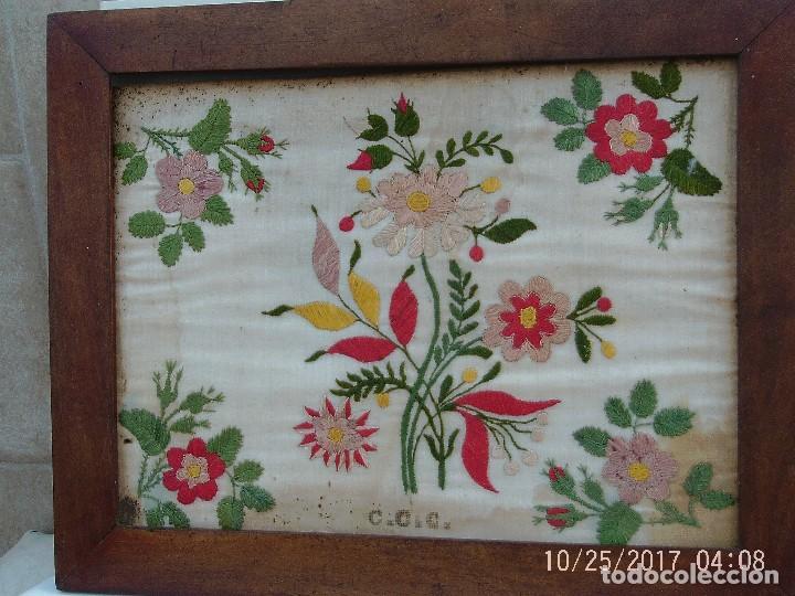 Antigüedades: BORDADO FLORES ENMARCADO - Foto 2 - 114930495