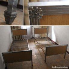 Antigüedades: PAREJA DE CAMAS DE HIERRO Y MADERA CON SOMIER DE MUELLES. 195X81X85 CM. TEJEDOR, RECOGIDA EN MADRID.. Lote 114939235