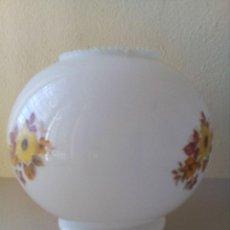 Antigüedades: TULIPA DE CRISTAL BLANCO DECORADO. Lote 114944295