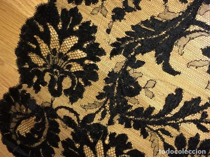 Antigüedades: GRAN MANTILLA. BORDADO SEMIMECÁNICO SOBRE TUL. SEDA Y/O VISCOSA. ESPAÑA. CIRCA 1930 - Foto 7 - 107053888