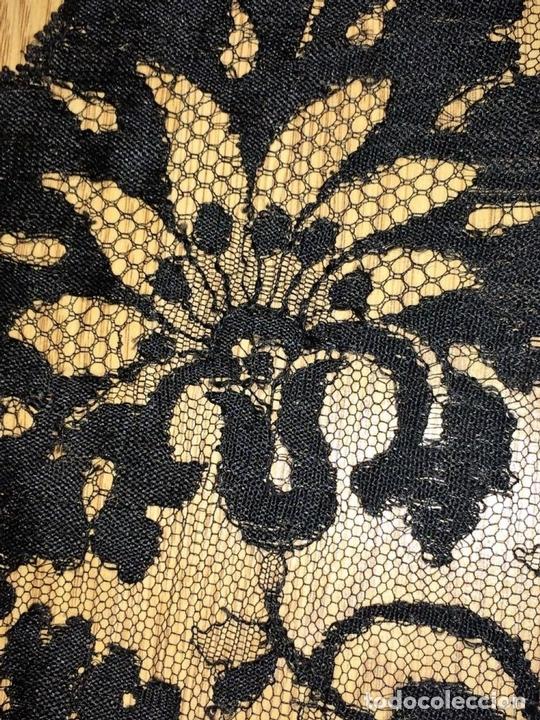Antigüedades: GRAN MANTILLA. BORDADO SEMIMECÁNICO SOBRE TUL. SEDA Y/O VISCOSA. ESPAÑA. CIRCA 1930 - Foto 17 - 107053888