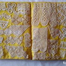 Antigüedades: ANTIGUO MUESTRARIO CON 133 DISEÑOS A BOLILLOS Y ENCAJES. S XIX-PP XX. Lote 121951186