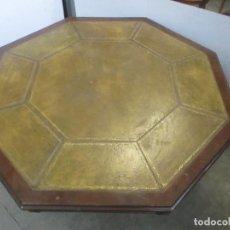 Antigüedades: ANTIGUA MESA DE JUNTAS OCTOGONAL - DESPACHO - VICTORIANA - MADERA NOGAL - SOBRE EN PIEL - S. XIX. Lote 114980139