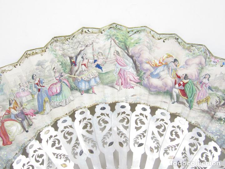 Antigüedades: Abanico isabelino de nácar, siglo XIX, 26,5cm de largo de varilla. - Foto 2 - 114983135