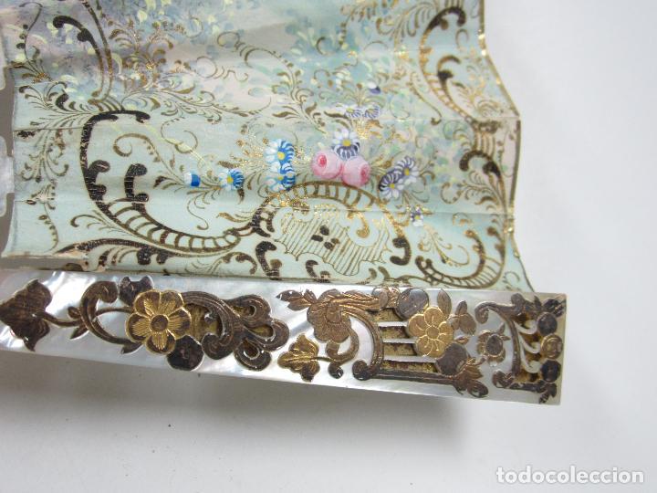 Antigüedades: Abanico isabelino de nácar, siglo XIX, 26,5cm de largo de varilla. - Foto 3 - 114983135