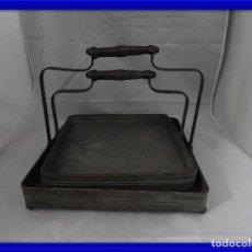 Antigüedades: PRACTICAS BANDEJAS CON ASAS DE METAL. Lote 115006631