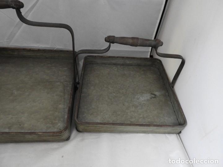 Antigüedades: PRACTICAS BANDEJAS CON ASAS DE METAL - Foto 4 - 115006631