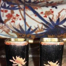 Antigüedades: PAREJA DE JARRONES-VIOLETEROS JAPONESES EN BRONCE Y ESMALTE CLOISONNE S. XIX.. Lote 115008395
