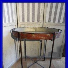 Antigüedades: MESA O BANDEJA CON PATAS METALICAS. Lote 115023247